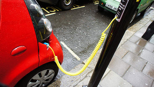 coche electrico punto de recarga